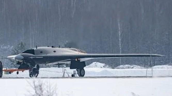 Chiếc máy bay không người lái tấn công hạng nặng Okhotnik. Ảnh minh họa Russian Gazeta