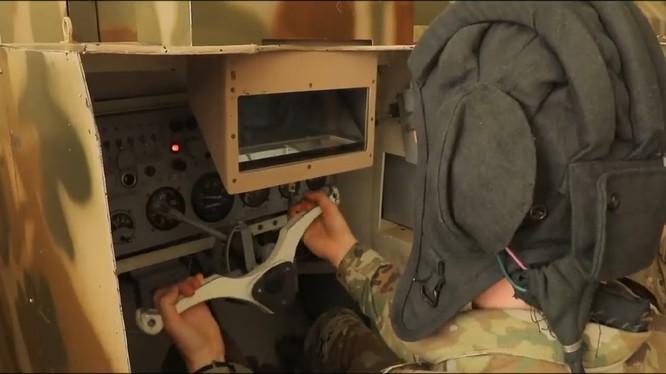 Học viên quân sự Mỹ học lái xe tăng, thiết giáp của Liên Xô cũ. Ảnh minh họa video Uz Armiya (quân đội Uzbekistan)