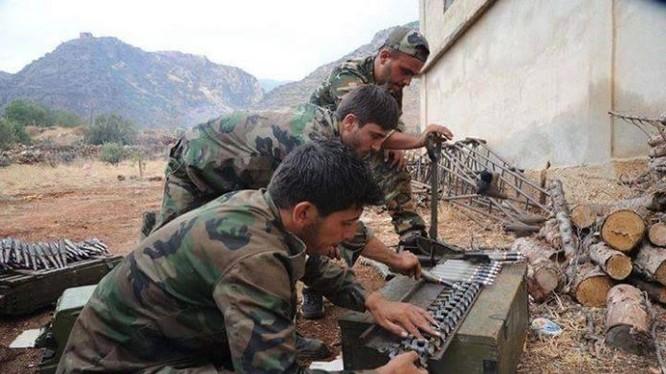 Binh sĩ quân đội Syria chuẩn bị đạn dược cho trận đánh đêm. Ảnh minh họa Masdar News