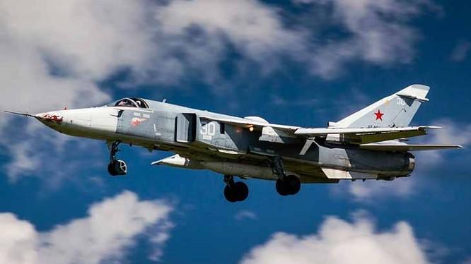 Máy bay ném bom Su-24 mang theo bom cassette diệt tăng thiết giáp ở Syria. Ảnh minh họa Russian Gazeta