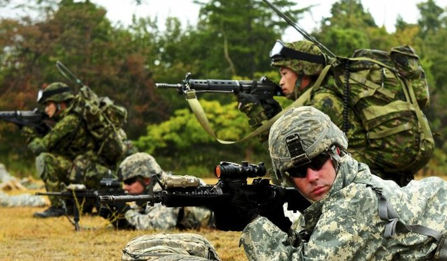 Quân đội hai nước đồng minh Mỹ - Nhật Bản.