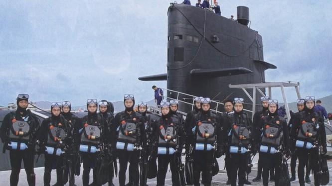 Lực lượng người nhái hoạt động trên tàu ngầm của Hải quân Trung Quốc (ảnh tư liệu).