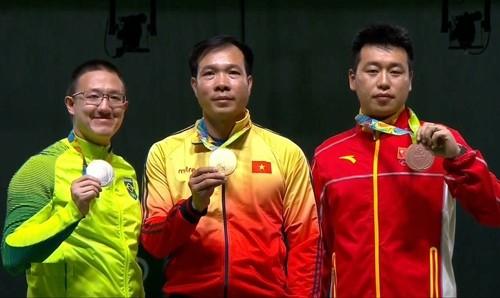 Vận động viên bắn súng Hoàng Xuân Vinh giành huy chương vàng trong trận chung kết môn bắn súng hơi nam Olympics Rio năm 2016
