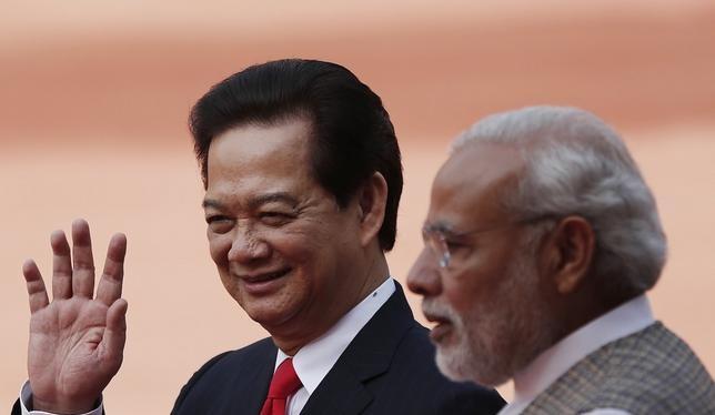 Nguyên Thủ tướng Nguyễn Tấn Dũng thăm Ấn Độ vào tháng 10/2014 (ảnh tư liệu)