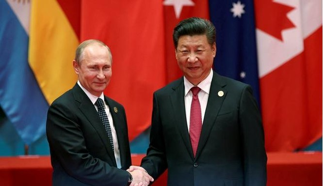 Tổng thống Nga Vladimir Putin và Chủ tịch Trung Quốc Tập Cận Bình bên lề Hội nghị thượng đỉnh G20. Ảnh: Reuters/Đa Chiều.