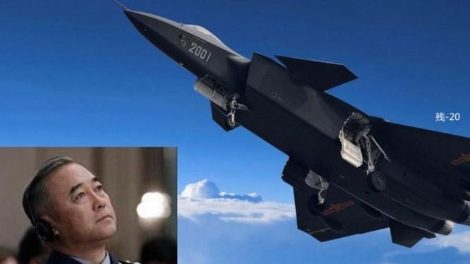 Hình ảnh ông Mã Hiểu Thiên, Thượng tướng, Tư lệnh Không quân Trung Quốc và máy bay chiến đấu J-20 Trung Quốc. Ảnh: NTDTV