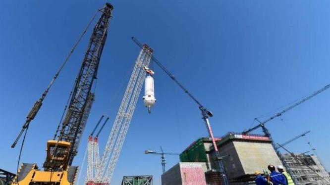 Trung Quốc xây dựng nhà máy điện hạt nhân. Ảnh: Cankao