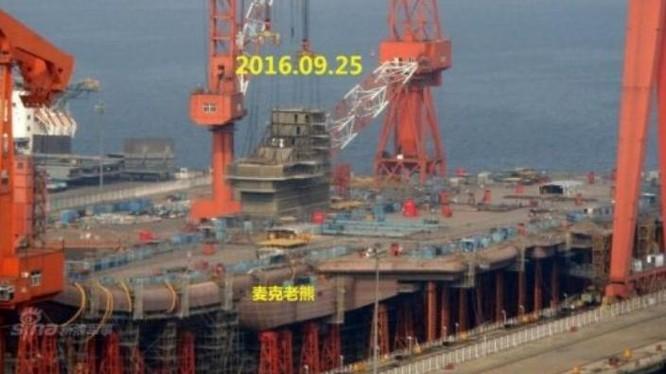 Hình ảnh về tiến triển chế tạo tàu sân bay nội đầu tiên của Trung Quốc do cộng đồng mạng cung cấp. Ảnh: Cankao