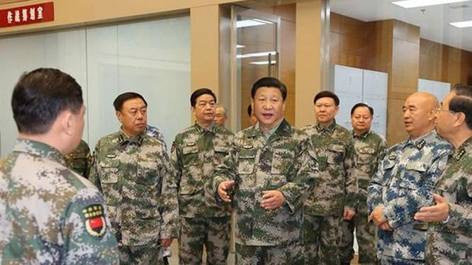 Ngày 20/4/2016, Chủ tịch Trung Quốc Tập Cận Bình thị sát Trung tâm chỉ huy tác chiến liên hợp Quân ủy Trung ương. Ảnh: Gov.cn