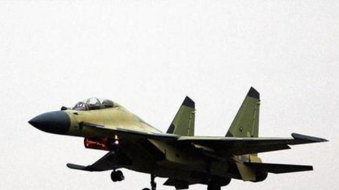 Máy bay chiến đấu J-16 Trung Quốc bay thử. Ảnh: Cankao