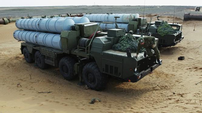 Trận địa tên lửa phòng không S-300.
