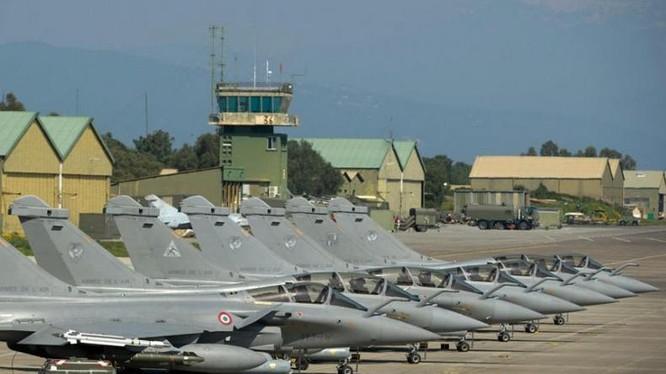 Cụm máy bay chiến đấu Rafale của Không quân Pháp ở căn cứ. Ảnh: Cankao