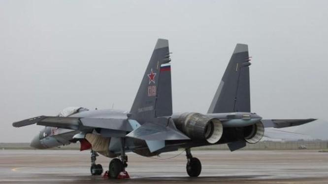 Máy bay chiến đấu Su-35 Nga tại Triển lãm hàng không Chu Hải, Trung Quốc ngày 8/11/2014. Ảnh: Cankao
