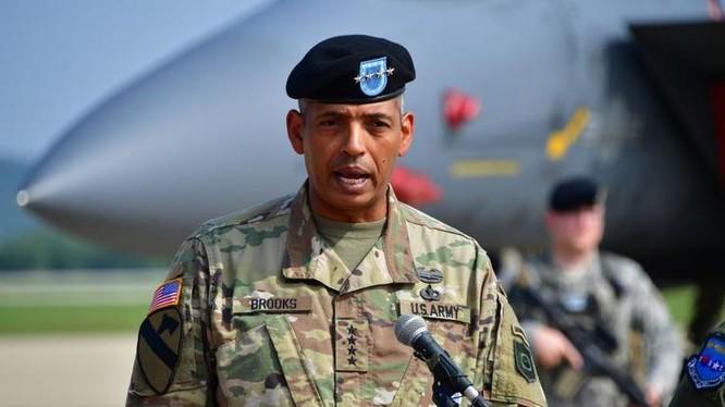 Tư lệnh Quân đội Mỹ tại Hàn Quốc Vincent K. Brooks. Ảnh: The Sun