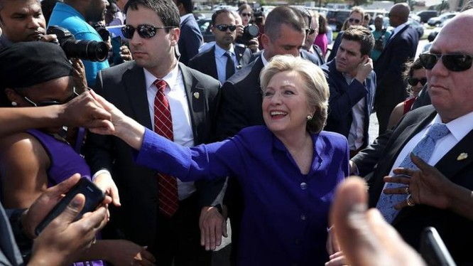 Ứng cử viên Tổng thống Đảng Dân chủ, bà Hillary Clinton vận động tranh cử. Ảnh: Zaobao