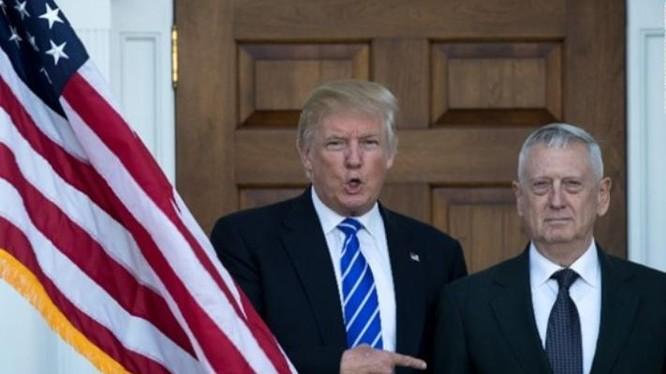 Tổng thống đắc cử Donald Trump và tướng James Mattis - cựu Tư lệnh Bộ chỉ huy Trung tâm, Quân đội Mỹ. Ảnh: CNN