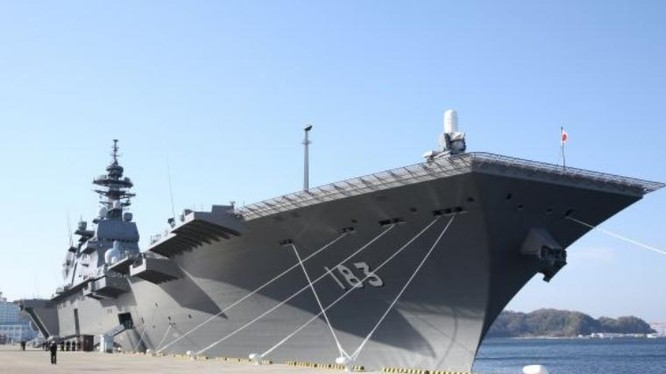 Tàu sân bay trực thăng Izumo tại căn cứ Yokosuka, Nhật Bản. Ảnh: Cankao