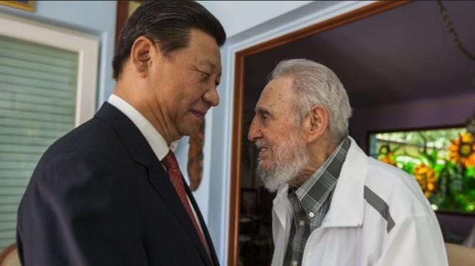 Chủ tịch Trung Quốc Tập Cận Bình đến thăm lãnh tụ Cuba Fidel Castro. Ảnh: Sputnik News
