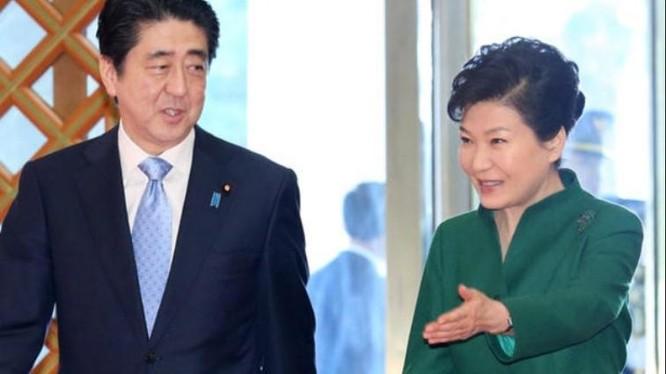 Thủ tướng Nhật Bản Shinzo Abe và Tổng thống Hàn Quốc Park Geun-hye. Ảnh: Japan Herald