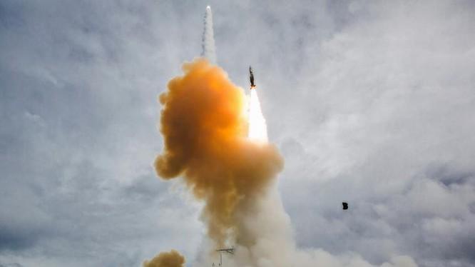 Tàu chiến Aegis Hải quân Mỹ bắn tên lửa (ảnh tư liệu)