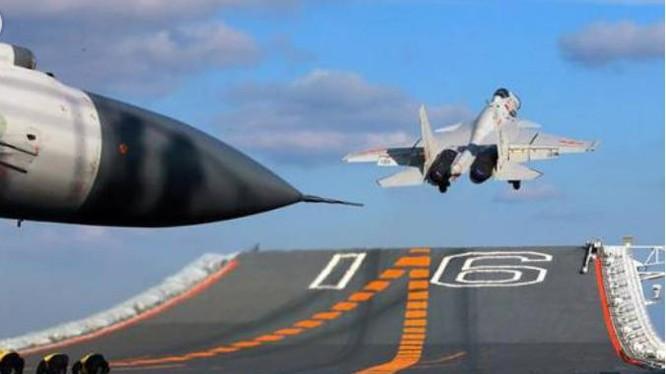 Máy bay chiến đấu J-15 cất cánh trên tàu sân bay Liêu Ninh, Hải quân Trung Quốc. Ảnh: Báo Thanh niên, Trung Quốc.