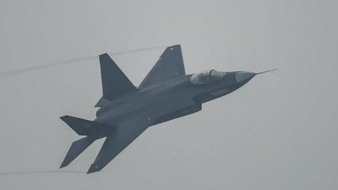 Máy bay chiến đấu tàng hình FC-31 Cốt Ưng do Trung Quốc nghiên cứu phát triển. Ảnh: Cankao