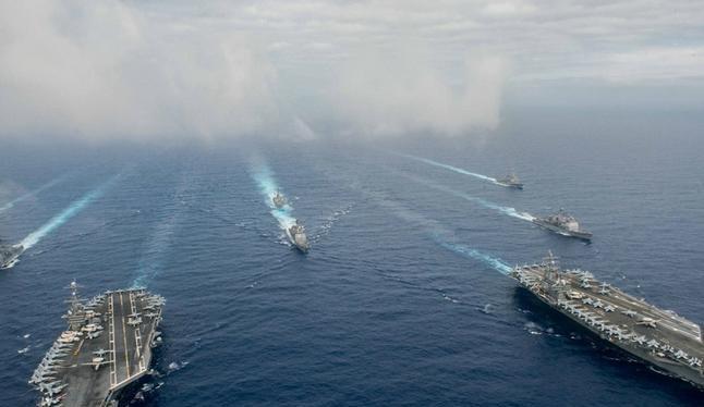 Hạm đội hai tàu sân bay Mỹ phô diễn sức mạnh trên Biển Đông. Ảnh: Đa Chiều