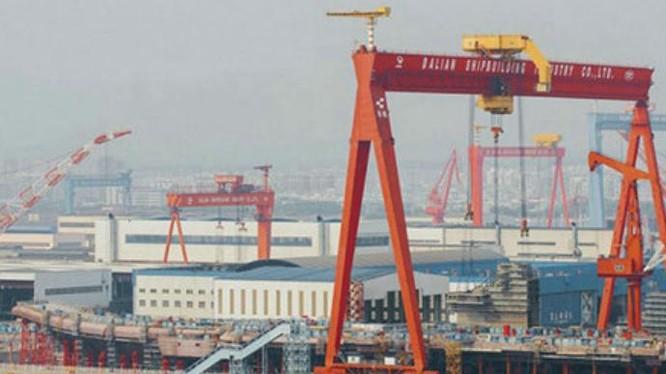 Trung Quốc đang chế tạo tàu sân bay nội đầu tiên. Ảnh: Cankao