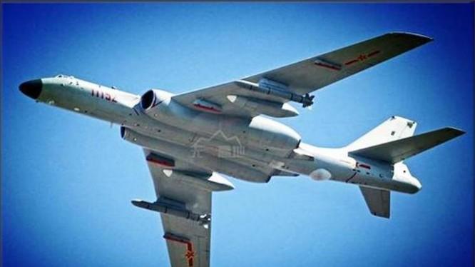 Máy bay ném bom H-6K của Không quân Trung Quốc. Ảnh: Sina