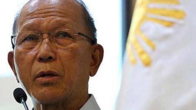 Bộ trưởng Quốc phòng Philippines, Delfin Lorenzana. Ảnh: Sina
