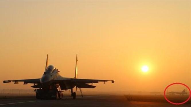 Hoạt động huấn luyện gần đây của một trung đoàn Không quân Chiến khu miền Nam tình nghi có sự tham gia của máy bay chiến đấu Su-35. Ảnh: Sina