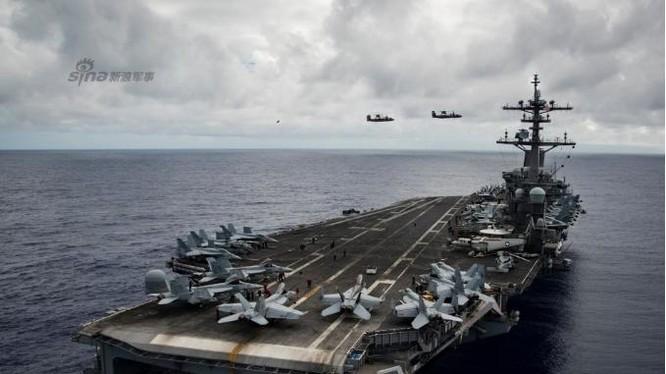 Tàu sân bay động cơ hạt nhân Carl Vinson, Hạm đội 3, Hải quân Mỹ rời Guam, đến Biển Đông. Ảnh: Sina