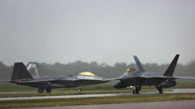 Máy bay chiến đấu tàng hình F-22A Raptor Không quân Mỹ triển khai ở căn cứ Tindal, cảng Darwin, miền bắc Australia. Ảnh: Defense News