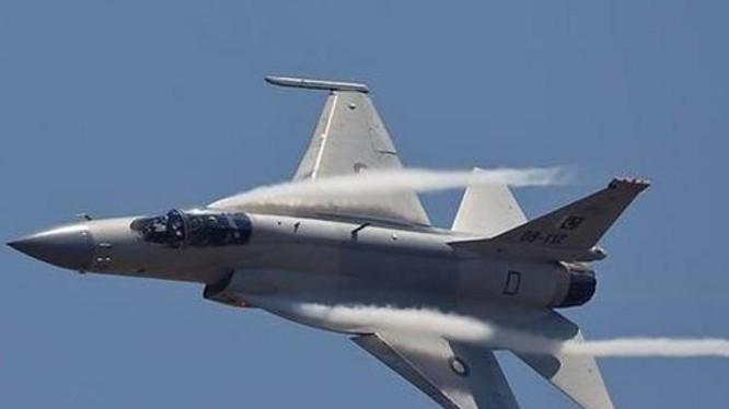 Máy bay chiến đấu hạng nhẹ JF-17 Thunder do Trung Quốc và Pakistan hợp tác sản xuất. Ảnh: Sohu