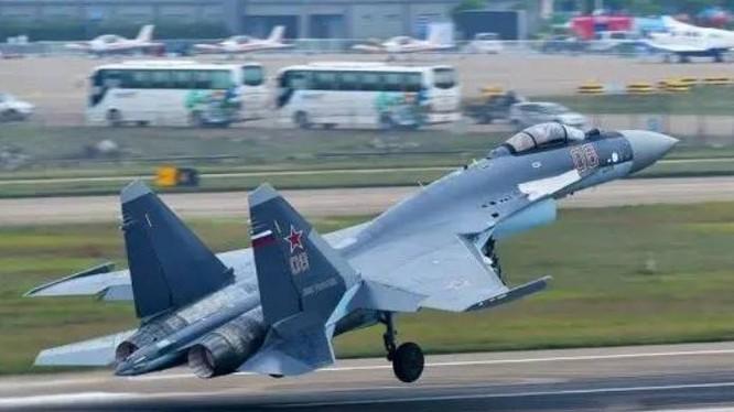 Nga đã bàn giao lô máy bay chiến đấu Su-35SK đầu tiên cho Trung Quốc. Ảnh: Sina