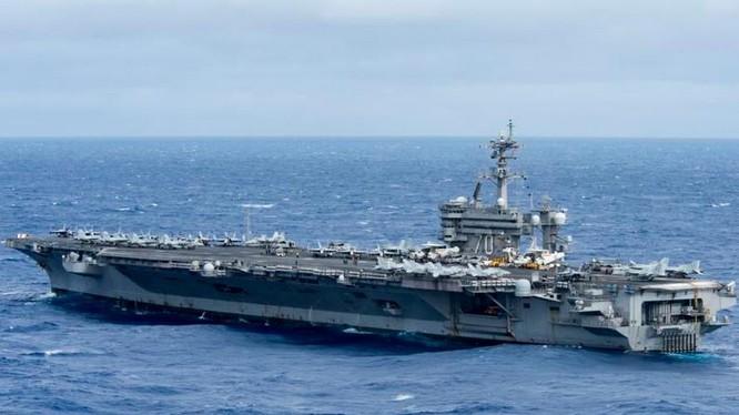 Tàu sân bay USS Carl Vinson tiến hành tuần tra Biển Đông. Ảnh: Newsjs