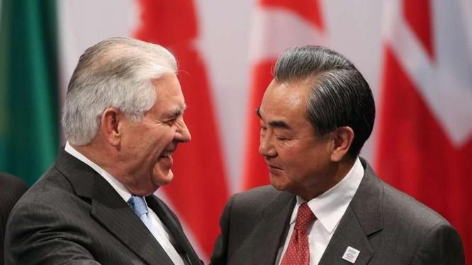 Ngày 17 tháng 2 năm 2017, Ngoại trưởng Mỹ Rex Tillerson gặp gỡ Bộ trưởng Ngoại giao Trung Quốc Vương Nghị bên lề hội nghị G20. Ảnh: South China Morning Post