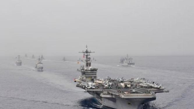 Tàu sân bay USS Carl Vinson tham gia tập trận chung Malabar 2012 với Hải quân Ấn Độ. Ảnh: Business Insider