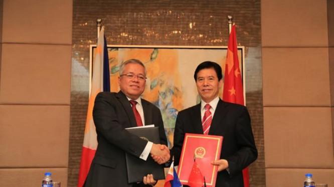 Hội nghị lần thứ 28 của Ủy ban hỗn hợp kinh tế thương mại Trung Quốc - Philippines ngày 7/3/2017. Ảnh: Sina