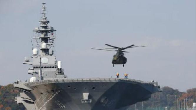Tàu sân bay trực thăng Izumo Lực lượng Phòng vệ Biển Nhật Bản ở căn cứ Yokosuka. Ảnh: Reuters/Cankao