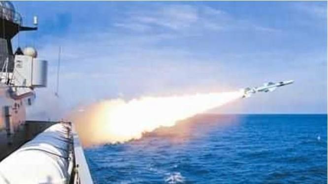 Ba hạm đội lớn Hải quân Trung Quốc tiến hành tập trận trên Biển Đông trong năm 2016. Ảnh: Sina