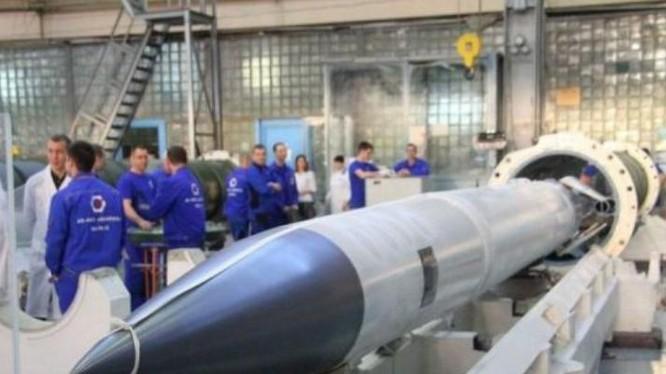 Tên lửa phòng không 40N6 của hệ thống S-400 Nga. Ảnh: Cankao