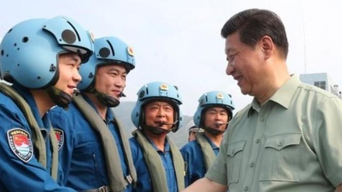 Ngày 9/4/2013, Chủ tịch Trung Quốc Tập Cận Bình thị sát căn cứ tàu ngầm Hạm đội Nam Hải, Hải quân Trung Quốc ở Tam Á, đảo Hải Nam. Ảnh: Tân Hoa xã