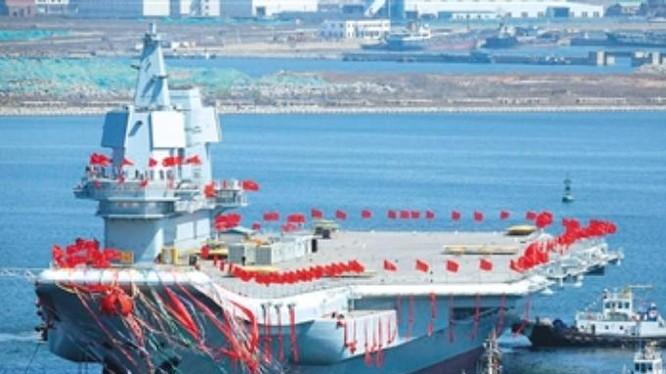 Ngày 26/4/2017, tàu sân bay tự chế đầu tiên Type 001A Trung Quốc hạ thủy. Ảnh: Reuters