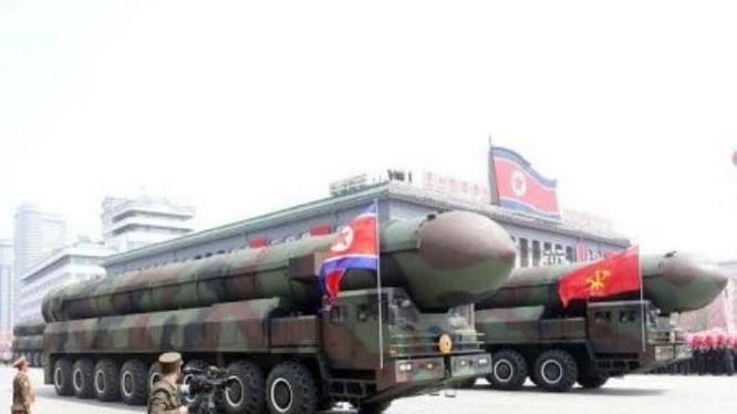 """Tên lửa đạn đạo """"xuyên lục địa"""" mới do Triều Tiên lần đầu tiên công bố. Ảnh: Cankao"""