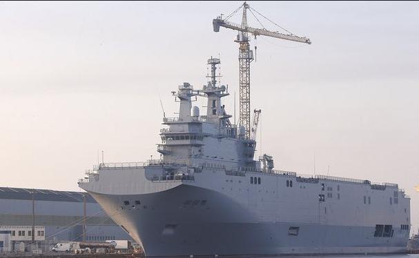 Tàu tấn công đổ bộ lớp Mistral, Hải quân Pháp. Ảnh: AP/The Guardian