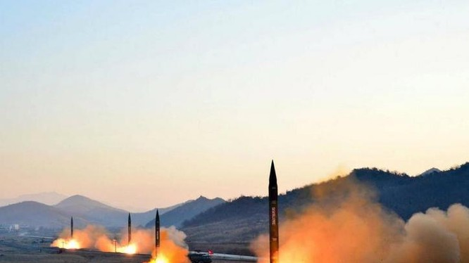 Triều Tiên liên tục thử tên lửa