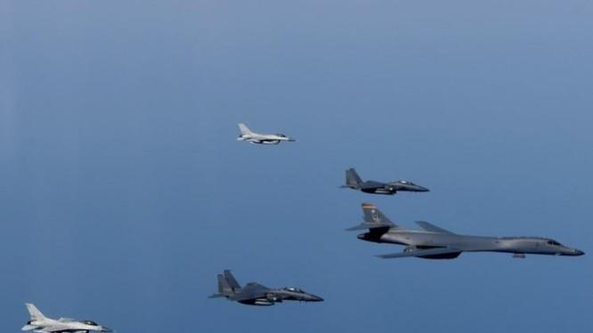 Mỹ đang tăng cường áp lực quân sự đối với Triều Tiên