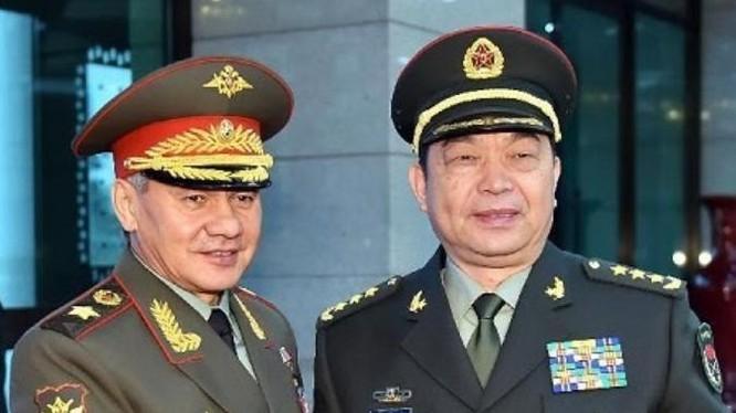 Ngày 7/6/2017, Bộ trưởng Quốc phòng Nga gặp gỡ người đồng cấp Trung Quốc Thường Vạn Toàn tại Astana, Kazakhstan. Ảnh: Tân Hoa xã