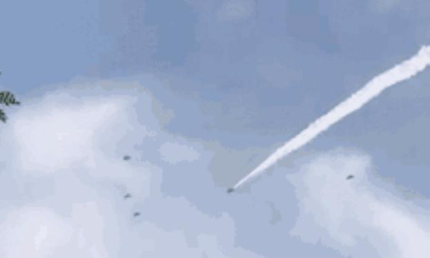 Hình ảnh này được cho là biên đội máy bay chiến đấu J-20 Trung Quốc. Ảnh: Sina